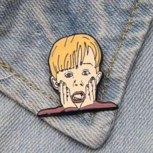"🆕 ""Home Alone"" Movie Enamel Pin Brooch"